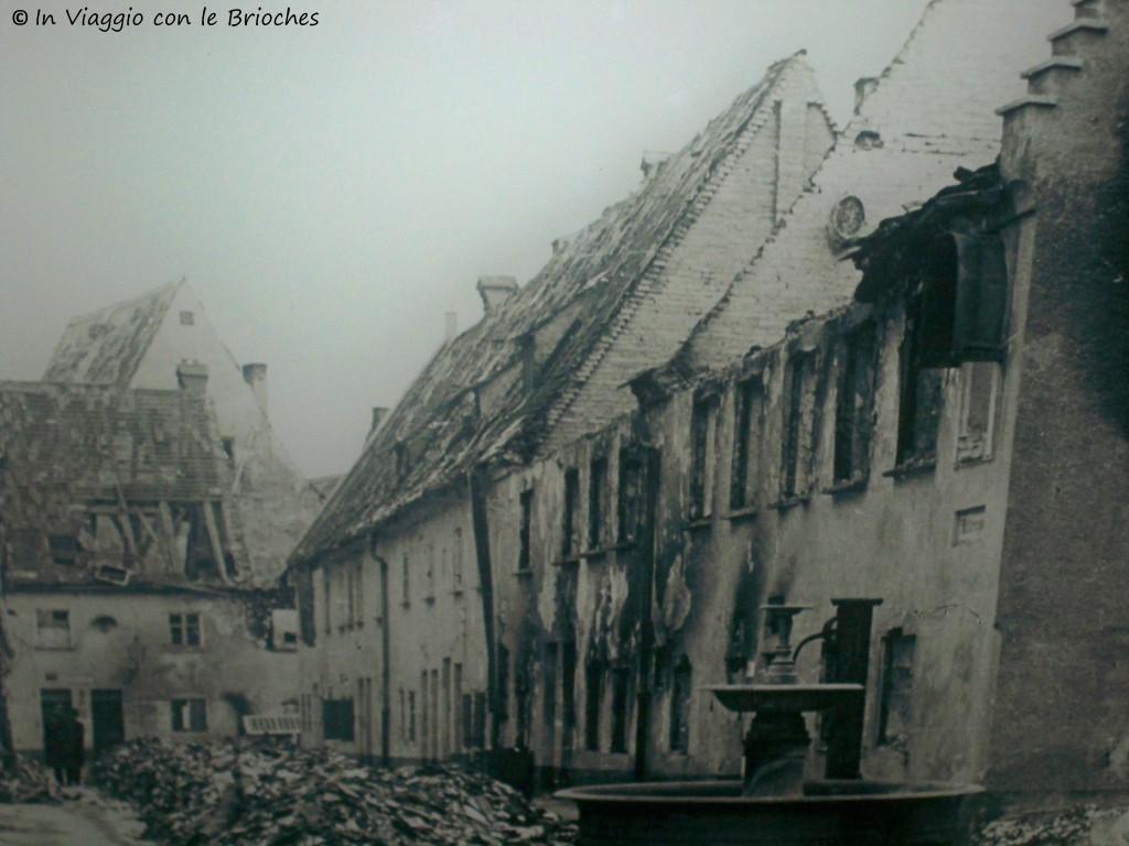 La Fuggerei dopo il bombardamento